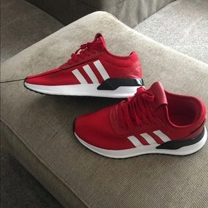 Adidas youth size 6